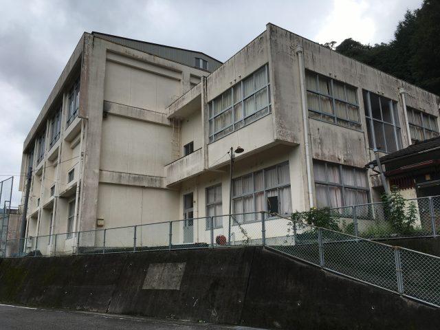 徳島県・三好市様 池田町・旧野呂内小学校 IoT雨量観測システム設置 画像